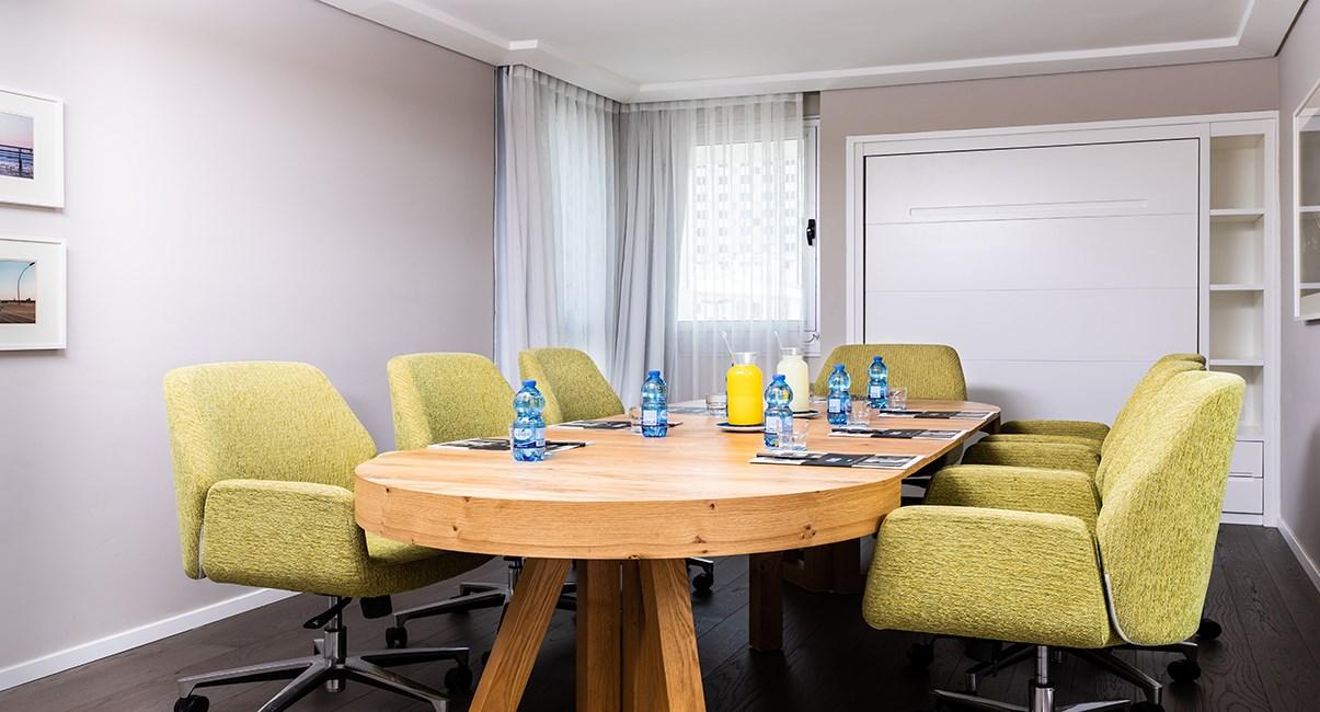 חדר עסקים