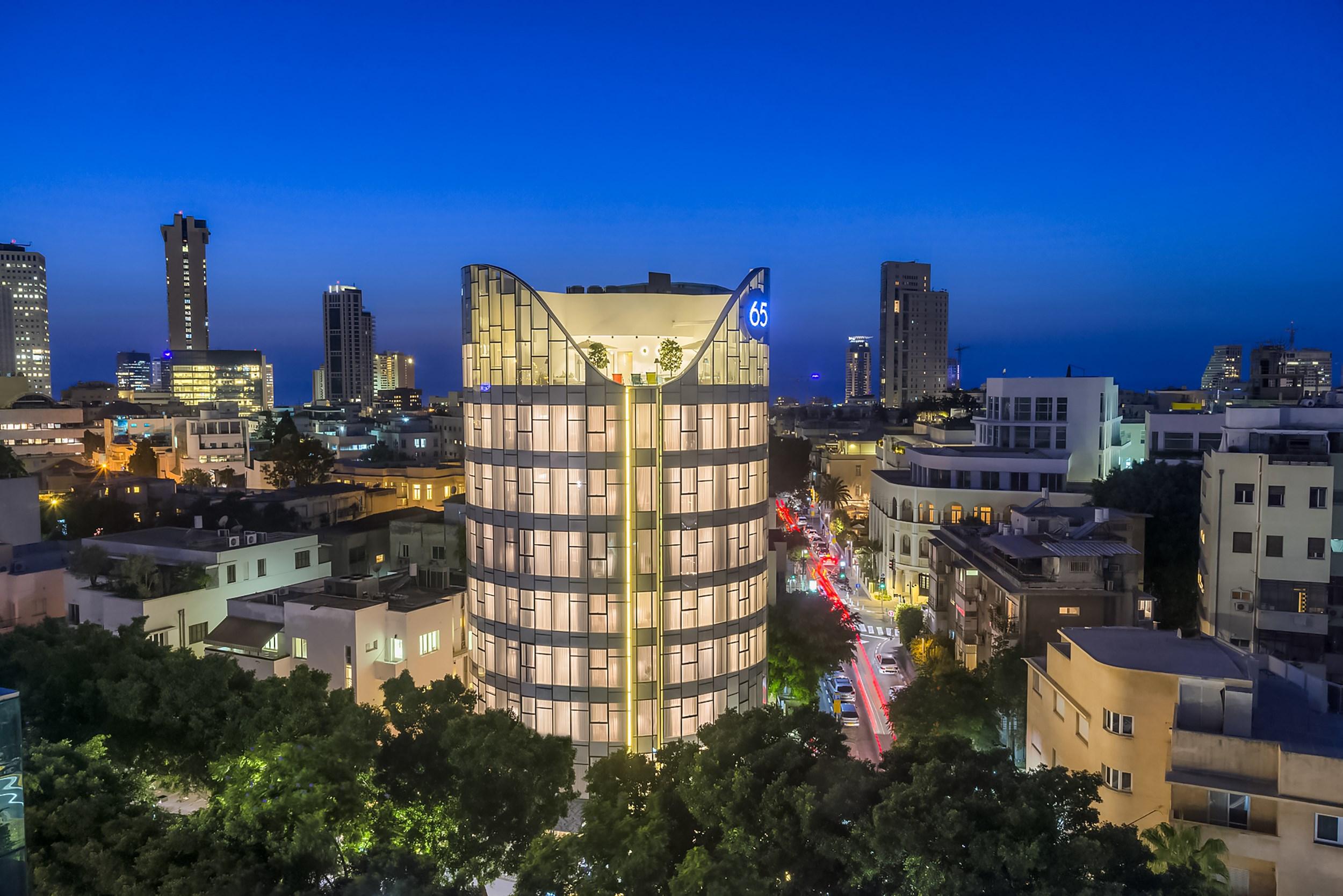 65-hotel-evening