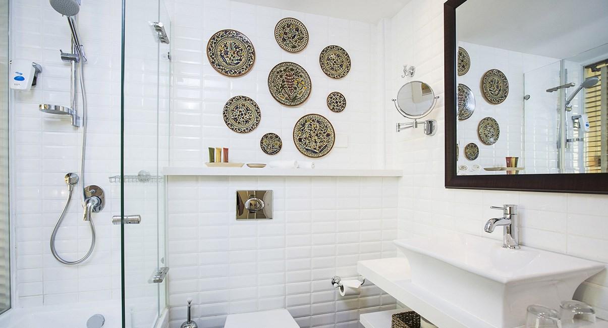 אמבטיה מלון ארתור ירושלים