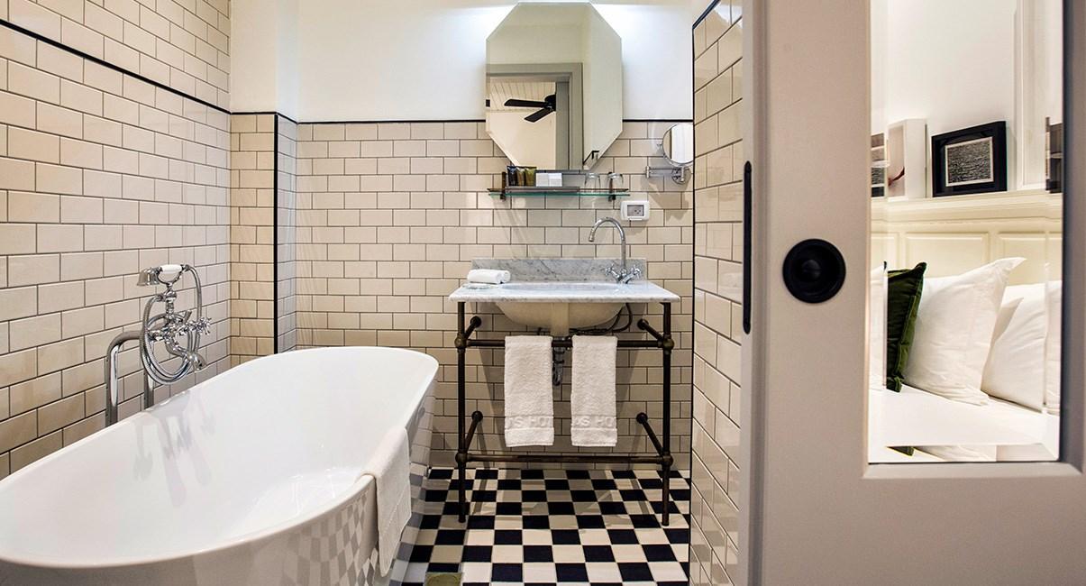 אמבטיה מעוצבת מלון מרקט האוס