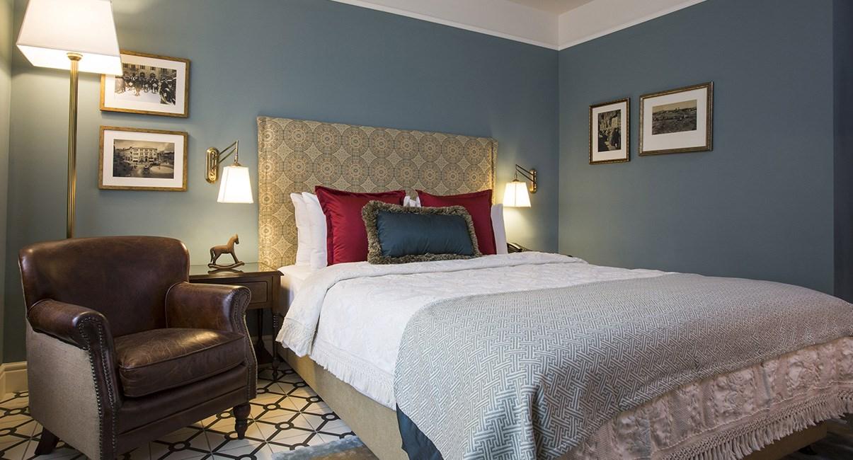 arthur hotel room