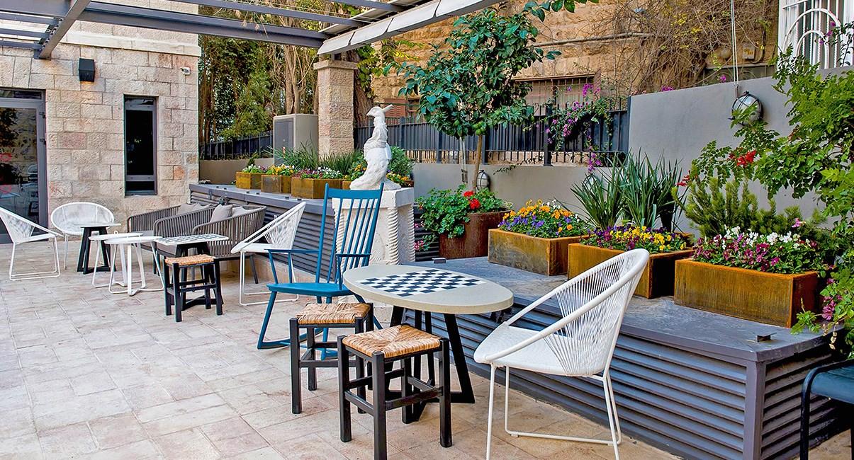 מרפסת מלון בצלאל ירושלים