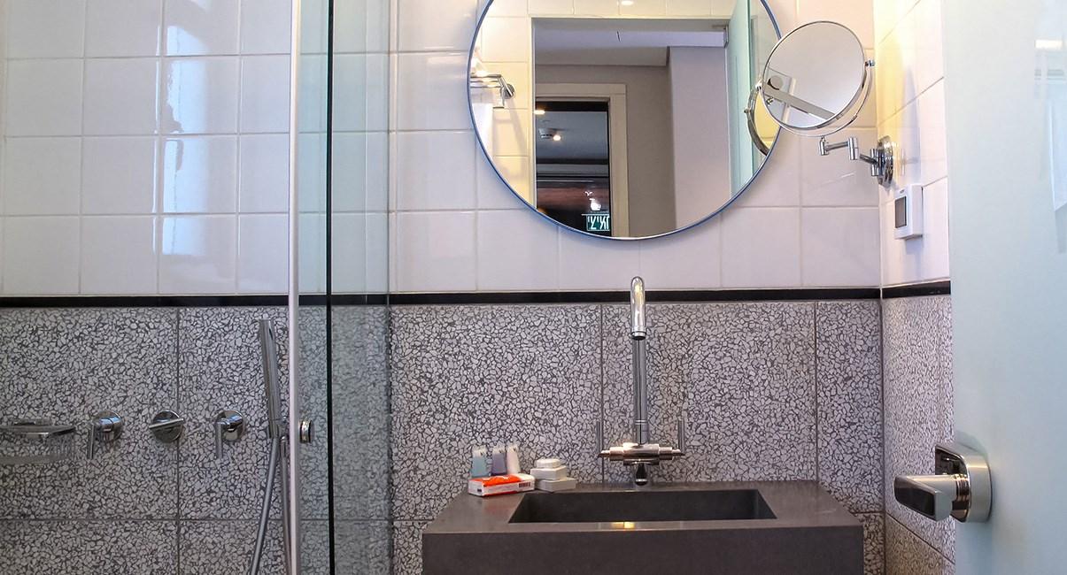 אמבטיה מלון בצלאל ירושלים