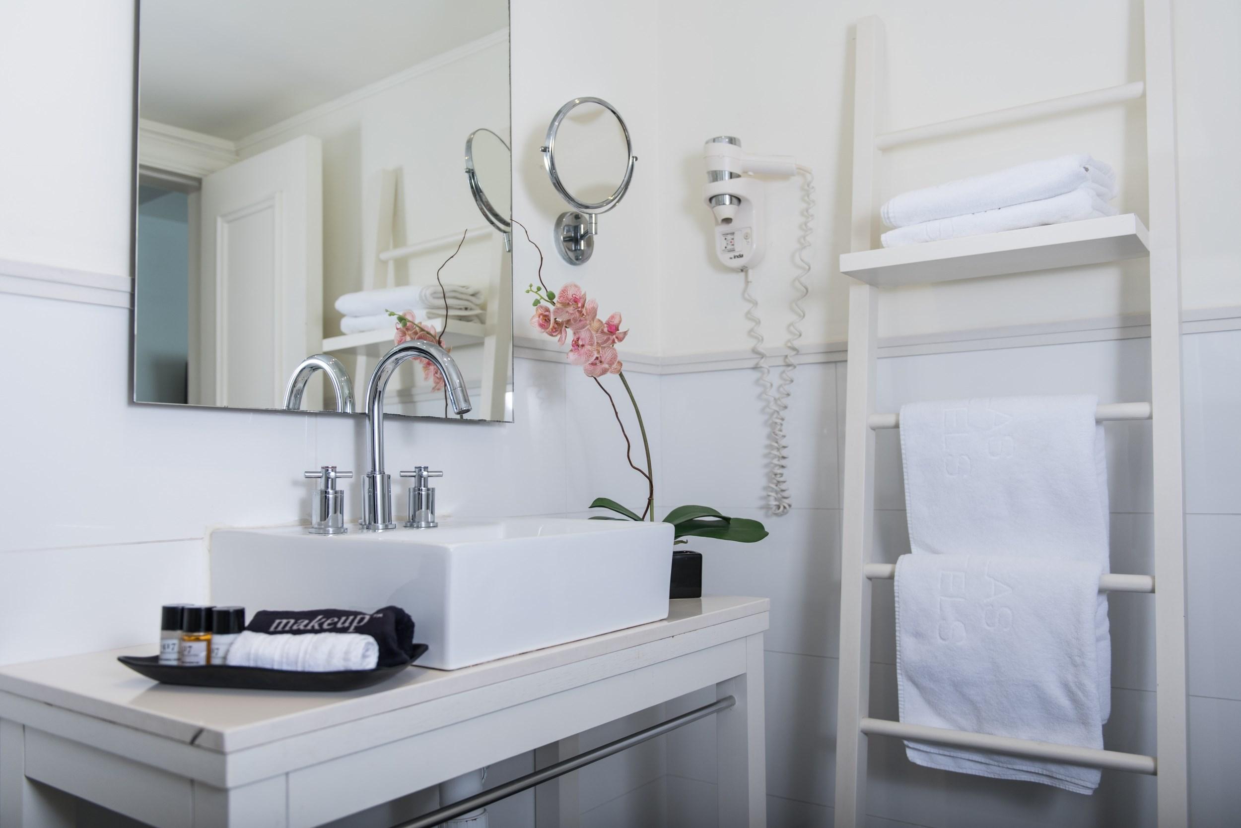 bathroom shalom hotel