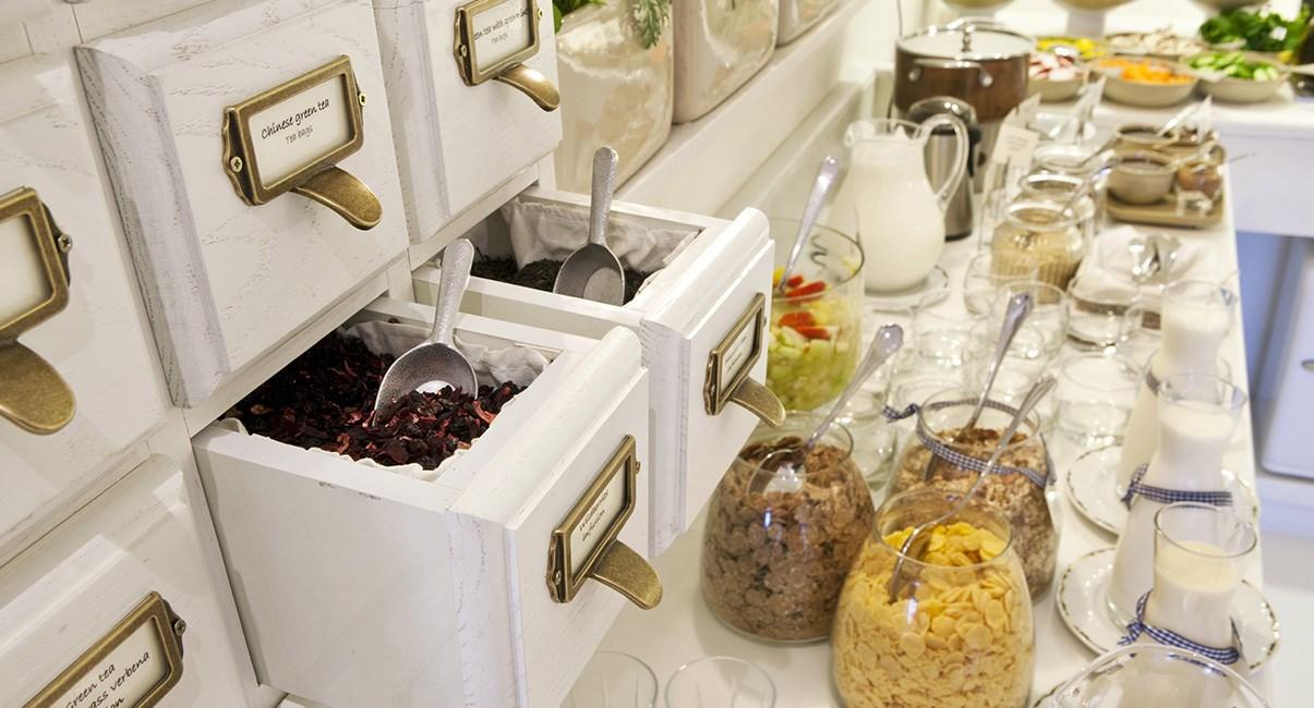 breakfast shalom hotel